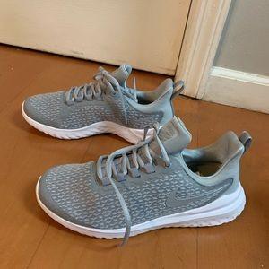 NIKE Renee Revival Gray & white Sneaker Size 9 NEW